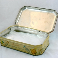 Tin Candy Box Andy left for Red - (open)